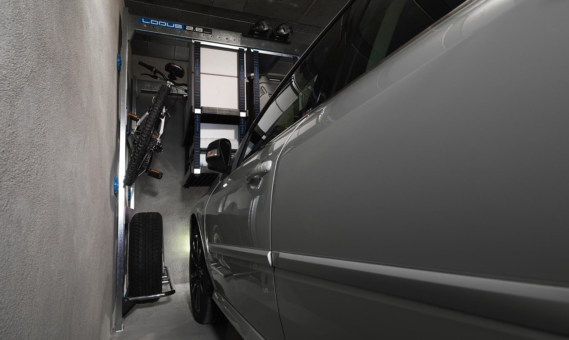 Rangement du garage optimisé avec voiture grâce à Lodus
